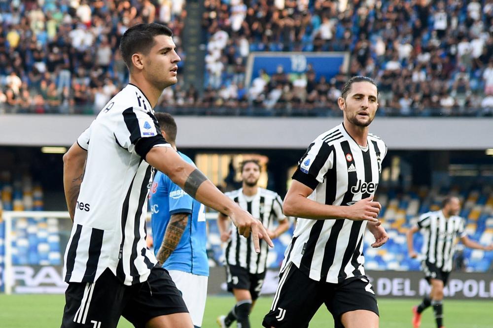 Napoli 11/09/2021 - campionato di calcio serie A / Napoli-Juventus / foto Imago/Image Sport nella foto: Alvaro Borja Morata Martin, Adrien Rabiot,
