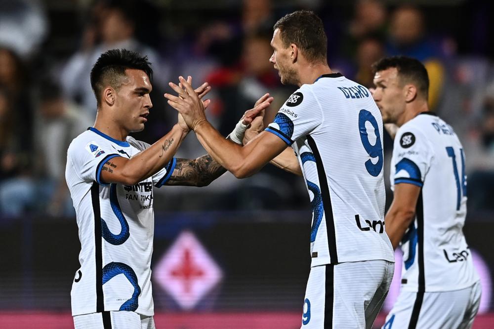 Mg Firenze 21/09/2021 - campionato di calcio serie A / Fiorentina-Inter / foto Matteo Gribaudi/Image Sport nella foto: esultanza gol Edin Dzeko