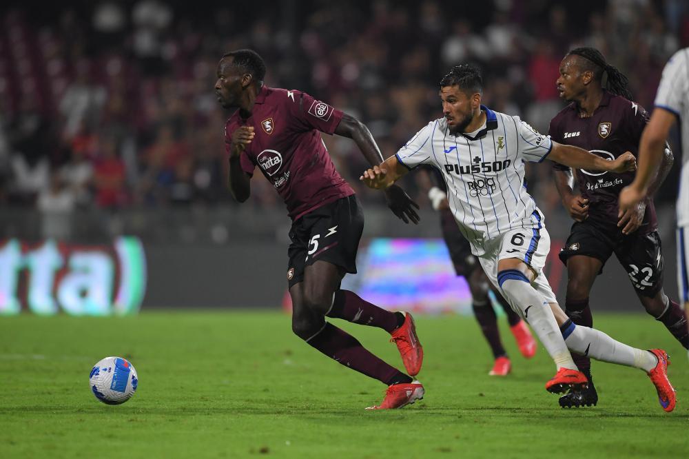 Salerno, Salernitana-Atalanta, Campionato Serie A 2021/22 Nella foto: Simy Nwankwo ( Salernitana ) e Josè Luis Palomino ( Atalanta )