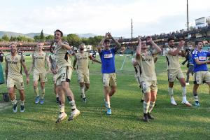 Terni 11/09/2021 - campionato di calcio serie B / Ternana-Pisa / foto Image Sport nella foto: esultanza a fine gara Pisa